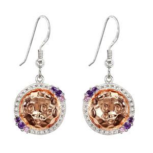 ต่างหูดีไซน์เก๋ด้วยเท็กซ์เจอร์ที่ไม่เหมือนใคร ประดับพลอยอะเมทิสท์(Amethyst) และแซฟไฟร์สีชมพู(Pink Sapphire)  ตัวเรือนเงินแท้ ชุบสีแบบทูโทน สีพิ้งค์โกลด์แท้และทองคำขาวแท้