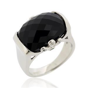 แหวนออนิกซ์ (Black Onyx) ด้านข้างประดับซาโวไรท์ (Tsavorite) สีเขียว และคิวบิกเซอร์โคเนีย (Cubic  Zirconia) ตัวเรือนเงินแท้ชุบทองคำขาว