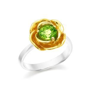 แหวนดอกกุหลาบ ประดับเพอริดอท ตัวเรือนเงินแท้ชุบทองคำขาวและทอง 18K ที่กลีบกุหลาบ เพิ่มความโดดเด่นไม่ซ้ำใคร