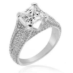 แหวน DiamondLike เม็ดกลางรูปทรง Princess เล่นแสงไฟสดใส ประดับด้วย Cubiz Zirconia 218 เม็ดรอบตัวเรือนแหวน
