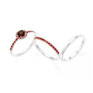 แหวนเงินแท้ 925  ชุปทองคำขาว ประดับพลอย สโมกี้ควอตซ์ (Smoky Quartz) พิงค์แซฟไฟท์ (Pink Sapphire)และพลอยสีแดง ทับทิม (Ruby)  ดีไซน์ stack rings