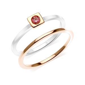 แหวนเงินแท้ 925 ดีไซน์ 2 in 1 ชุปสองสี ทองคำขาว และ พิงค์โกลด์ประดับแฟนซี พิงค์ สวารอฟสกี้ ( Fancy Pink Swarovski Cubic Zirconia )  สีที่อ่อนหวานผสมผสานกับความเรียบเก๋ ที่ลงตัว