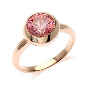 แหวนเงินแท้ 925 ประดับด้วย SWAROVSKI  ZIRCONIA สีชมพูสุดหวาน  ดีไซน์สุดเก๋รสนิยมทันสมัย บนตัวเรือนเงินแท้ชุบพิ้งโกลด์ ( pink gold) เพิ่มเสน่ห์ดึงดูดบนเรียวนิ้วของคุณ