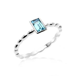 แหวนเงินแท้ ประดับพลอยโทแพซสีฟ้า( Blue Topaz) ทรงสี่เหลี่ยม สวยเท่ห์อย่างมีสไตล์ ตัวเรือนชุบทองคำขาว