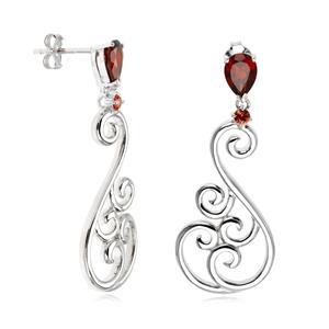 ต่างหูเงินแท้ ดีไซน์สุดเก๋ด้วยลวดลายอ่อนช้อย ประดับพลอยสีแดง โกเมน(Garnet) และเเซฟไฟร์สีส้ม (Orange Sapphire)  ชุบทองขาว