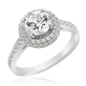 แหวนเพชร DiamondLike เม็ดหลักรายล้อมด้วยวงกลมเพชร DiamondLike เม็ดเล็กซ้อนกันอีก 2 วง ดูหรูหรามีมิติ ตัวเรือนเงินแท้ชุบทองคำขาว