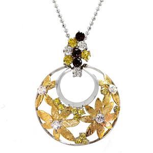 จี้ลวดลายดอกไม้ประดับสวารอฟสกี้สีเหลืองซิทริน และเสริมด้วยพลอยสีน้ำตาลสโมคกี้ควอตซ์ มีตัดลาย Texture  ที่ตัวเรือนสวยงาม