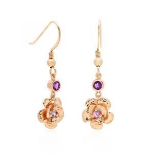 ต่างหูดอกไม้ ตัวเรือนเงินแท้ 925 ชุบทองพิ้งค์โกลด์ ประดับด้วย อเมทีสต์ (Amethyst) และ แซฟไฟร์สีชุมพู(Pink Sapphire) ต่างหูตุ้งติ้ง สาวหวานใส่แล้วดูฟรุ้งฟริ้ง