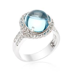 แหวนพลอยบลูโทแพซ(Blue Topaz)  ล้อมด้วยไวโทแพซ(White Topaz) จำนวนถึง 84 เม็ด ดีไซน์สุดหรูหราอลังการเหมาะสำหรับงานกลางคืนสุดๆ บนตัวเรือนเงินแท้ชุบทองคำขาว