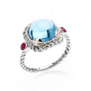 แหวนบลูโทแพซ(Blue Topaz) หลังเบี้ยเม็ดใหญ่ ประดับด้วย ทับทิม(Ruby) เม็ดเล็ก สวยงาม บนตัวเรือนลายเชือก เงินแท้ 925 ชุบทองคำขาว