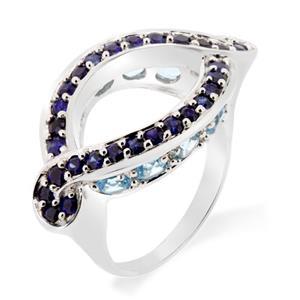 แหวนพลอยไพลิน(Blue Sapphire) ประดับด้วยพลอยบลูโทพาส(Blue Topaz) ดีไซน์เป็นเอกลักษณ์ บนตัวเรือนเงินแท้ชุบทองคำขาว