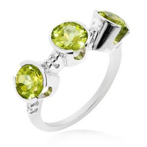 แหวนพลอยเพอริดอท(Peridot) ดีไซน์แปลกไม่เหมือนใคร บนตัวเรือนเงินแท้ชุบทองคำขาว