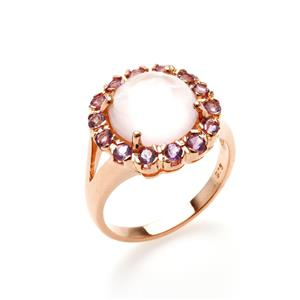 แหวนพลอยโรสควอตซ์ (Rose Quartz) หลังเบี้ย ประดับพลอยอเมทิสต์ ดีไซน์ดอกไม้ ตัวเรือนเงินแท้ชุบทอง