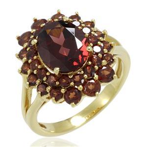 แหวนพลอยโกเมนหรือการ์เนต (Garnet) ดีไซน์หรูคลาสสิค ประดับด้วยพลอยสีแดงจำนวน 33 เม็ด ตัวเรือนเงินแท้ชุบทอง