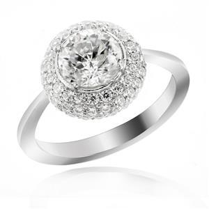 แหวนเงินแท้ ประดับ DiamondLike เม็ดใหญ่ ขนาด 1 กะรัตเทียบเท่าเพชร ล้อมรอบด้วยคิวบิคเซอร์โคเนียอีก 65 เม็ด ตัวเรือนชุบโรเดียม