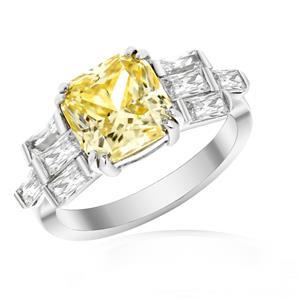 แหวน เพชร DiamondLike แฟนซีสีเหลืองตัดแบบ Princess ประกบด้วยเพชร DiamondLike สีเหลี่ยมเม็ดใหญ่แนวยาวถึง 8 เม็ด น่าสนใจและเก็บเป็นของสะสม