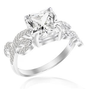 แหวนเพชร DiamondLike รูปทรงชูเพชรสี่เหลี่ยมดูเก๋ไก๋ ไม่เหมือนใคร บนตัวเรือนเงินแท้ชุบทองคำขาว