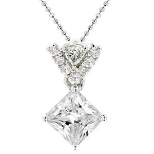 จี้เพชร DiamondLike รูปทรงสี่เหลี่ยมน่ารัก สวยเด่นเมื่อสวมใส่ หรือมอบให้กับคนพิเศษ บนตัวเรือนเงินแท้ชุบทองคำขาว