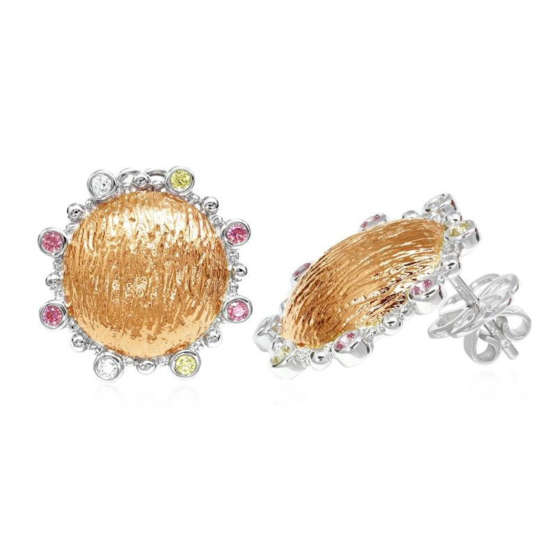ต่างหูประดับด้วย SWAROVSKI ZIRCONIA สีชมพู สีเหลืองทอง และสีขาว บนตัวเรือนเงินแท้ชุบสีทูโทนทองคำขาวและพิงค์โกลด์แท้