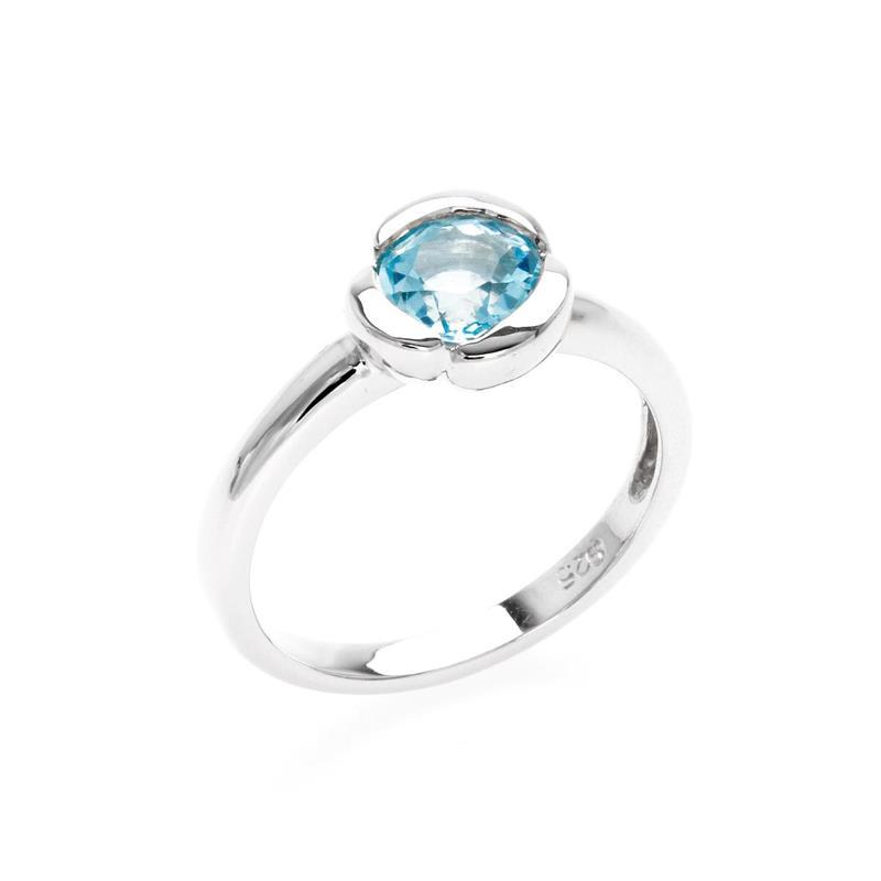 แหวนบลูโทแพซ (Blue Topaz) ทรงกลม ขนาด 6 มิล ตัวเรือนเงินแท้ชุบทองคำขาว ดีไซน์กลีบดอกไม้ เพิ่มความโดดเด่นให้พลอย
