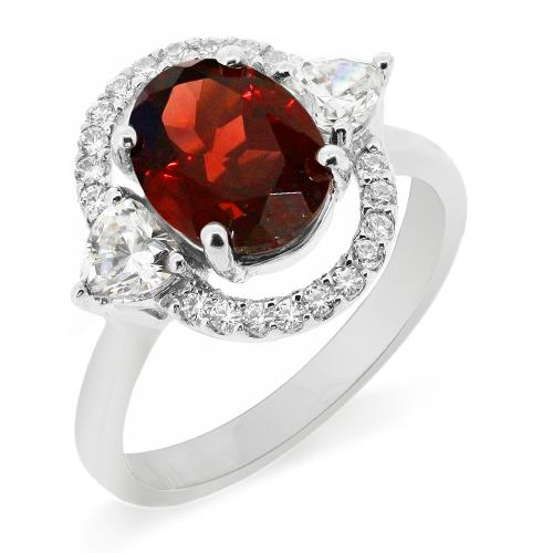 แหวนโกเมน (Garnet)  สีแดงแก่ก่ำ ช่วยปกป้องคุ้มครอง และช่วยให้สมปรารถนาในเรื่องหน้าที่การงาน การเงินและเรื่องความรัก ล้อมรอบด้วยคิวบิคเซอร์โคเนีย 22 เม็ด บนตัวเรือนเงินแท้ 925 ชุบทองคำขาว