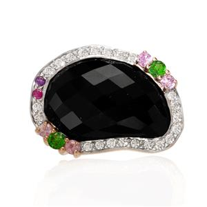 แหวนพลอยโอนิกซ์สีดำ(Black Onyx) ดีไซน์น่ารักเป็นเอกลักษณ์ จะสวมใส่เป็นประจำก็สวยทุกวัน บนตัวเรือนเงินแท้ชุบทองคำขาวแท้