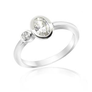 แหวน LENYA ETERNAL ประดับด้วย SWAROVSKI ZIRCONIA ดีไซน์น่ารักเรียบหรู ตัวเรือนเงินแท้ชุบทองคำขาว