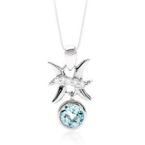 จี้สัญลักษณ์ Zodiac ประจำราศีมีน เจ้าแห่งการช่างคิดช่างฝัน เสริมดวงเรื่องความรัก ประดับพลอยสีฟ้า อะความารีน (Aquamarine) และ คิวบิกเซอร์โคเนีย (Cubic Zirconia) บนตัวเรือนเงินแท้ชุบทองคำขาว