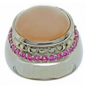 แหวนพลอยมูนสโตน(Moonstone) ประดับพลอยทับทิม(Ruby) บนตัวเรือนเงินแท้ชุบทองคำขาว