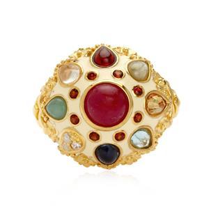แหวนมณีนพเก้า ที่สุดของความมั่งมีกับอัญมณีไทย 9 ประการ  ทำขึ้นจากเงินแท้ 925 ชุบทองคำ ประดับพลอยนพรัตน์ ให้ชีวิตดีขึ้น 9 เท่า