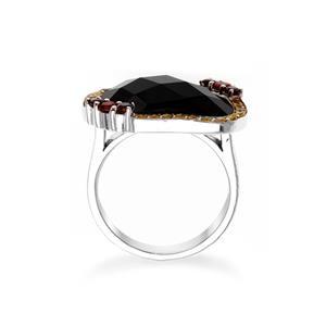 แหวนเงินแท้ประดับด้วยนิล ล้อมรอบด้วยโกเมนและ Yellow Sapphire