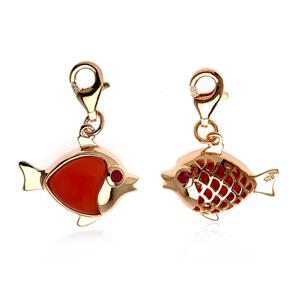 ชาร์มลูกปลาเป็นสัญลักษณ์ของการมีมากมายล้นเหลือ มีเหลือกินเหลือใช้ ไม่ขาดและโชคดี ตัวเรือนเงินแท้ ชุบพิ้งค์โกลด์ ประดับพลอย คาร์เนเลี่ยน (Carnelian)  และ ทับทิม(Ruby)