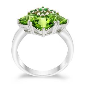 แหวนพลอยเพอริดอท(Peridot)เจียระไนหน้าตาราง ประดับด้วยด้วยพลอย ซาโวไรท์(Tsavorite) และ แชมเปญควอทส์(Champagne Quartz)  ตัวเรือนเงินแท้925 ชุบด้วยทองคำขาว