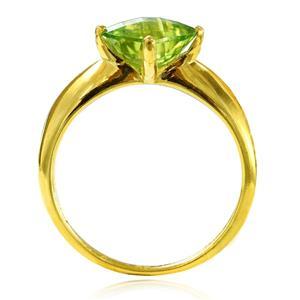 แหวนพลอยเพอริดอท (Peridot) พลอยรูปทรงสี่เหลี่ยม เจียระไนพิเศษเป็นหน้าตาราง ดีไซน์คลาสสิคบนตัวเรือนเงินแท้ชุบทอง
