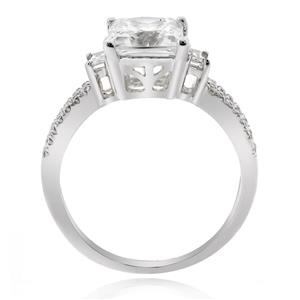 แหวน LENYA ETERNAL ประดับด้วย SWAROVSKI ZIRCONIA ดีไซน์หรู  ตัวเรือนเงินแท้ชุบทองคำขาว