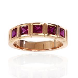 แหวน LENYA ETERNAL ประดับด้วย SWAROVSKI ZIRCONIA รูปทรงสีเหลี่ยมสีทับทิม ดีไซน์รูปแบบเฉพาะสวมใส่ได้ทั้งชายหญิง บนตัวเรือนเงินแท้ชุบทองคำขาว