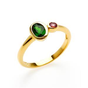 แหวนดีไซน์น่ารักเรียบหรู ประดับพลอยโครมไดออฟไซด์ (Chrome Diopside) และพลอยโรโดไลท์ (Rhodolite) ตัวเรือนเงินแท้ชุบทองคำ