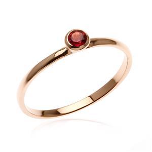 แหวนเงินแท้ 925 ชุปทองพิงค์โกลด์ ประด้วยพลอย สีม่วงอมแดง Rhodolite  ดีไซน์เล็กๆ สามารถ Mix and Match กับแหวนดีไซน์ อื่นๆได้ อย่างลงตัว