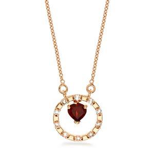 สร้อยคอเงินแท้ 925 ชุบ Pink Gold หวานใส ดีไซน์รูปหัวใจในวงล้อแห่งรัก เลอค่าด้วยการประดับโกเมน (Garnet) และ ไวท์ โทแพซ (White Topaz) เสริมโชคด้านความรักและมิตรภาพเป็นพิเศษ