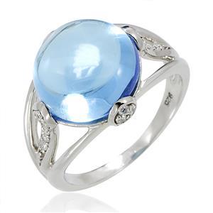 แหวนพลอยบลูโทแพซ(Blue Topaz) และ คิวบิกเซอร์โคเนีย (Cubic Zirconia)  รูปทรงกลมมน สวยเด่นมีดีไซน์ บนตัวเรือนเงินแท้ชุบทองคำขาว