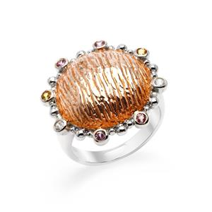 แหวนโดม ประดับด้วย แซฟไฟร์สีชุมพู(Pink Sapphire) แซฟไฟร์สีเหลือง(Yellow Sapphire) และ คิวบิกเซอร์โคเนีย (Cubic Zirconia) ตัวเรือนเงินแท้ 925 ชุบทอง 2 สี พิ้งค์โกลด์และทองคำขาว