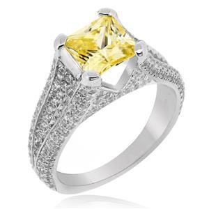 แหวนเพชร DiamondLike สีแฟนซีเหลือบเหลืองโชว์ปลายของ DiamondLike ประดับด้วย Cubic Zirconia มากถึง 218 เม็ด  ดีไซน์ฉบับอิตาลี่ ตัวเรือนเงินแท้ ชุบทองคำขาว