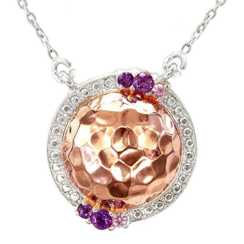สร้อยคอเงินแท้ 925 ผสานเทคนิคการชุบ 2 ชนิด Pink Gold และ Rhodium ดีไซน์เป็นทรงกลม หลังเบี้ย ประดับด้วย Amethyst 4 เม็ด และ Pink Sapphire 2 เม็ด สวยหรู ดูแพง เหมาะกับสาวยุคใหม่