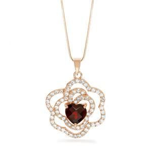 จี้โกเมน (Garnet) เงินแท้ 925 รูปดอกกุหลาบอังกฤษ ล้อมรอบด้วยเพชร CZ และประทับกึ่งกลางด้่วยโกเมนสีแดงรูปหัวใจเลอค่า
