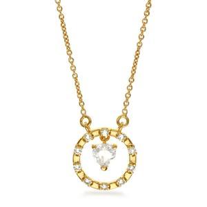 สร้อยคอเงินแท้ 925 ชุบทอง ดีไซน์รูปหัวใจในวงล้อแห่งรัก เลอค่าด้วยการประดับ ไวท์ โทแพซ (White Topaz) เสริมโชคด้านความรักและมิตรภาพเป็นพิเศษ