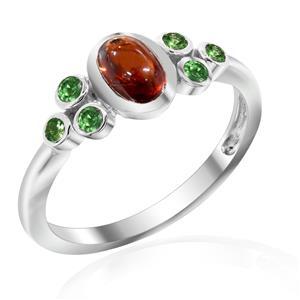 แหวนพลอยโกเมน(Garnet)  ประดับพลอยซาโวไรท์(Tsavorite) เหมาะสวมใส่ได้ทุกวัน ตัวเรือนเงินแท้ชุบทองคำขาว