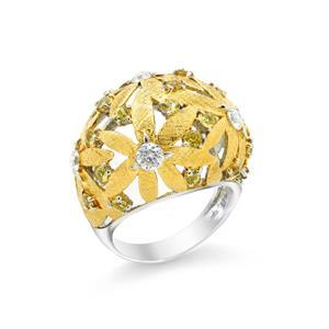 แหวนดีไซน์โดดเด่นลายดอกไม้ซ้อนกันประดับ แซฟไฟร์สีเหลือง (Yellow Sapphire) และ คิวบิกเซอร์โคเนีย (Cubic Zirconia )พร้อมตัดลาย Texture ตัวเรือนเงินแท้ชุบทอง 2สี ทองคำและ ทองคำขาว