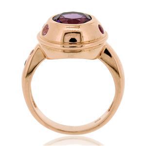 แหวนอเมทีสต์ (Amethyst)  ล้อมด้วยทับทิม พิงค์แซฟไฟร์ และสโมคกี้ควอตซ์เม็ดเล็กๆ ตัวเรือนเงินแท้ 925 ชุบทองพิ้งค์โกลด์