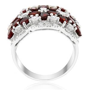 แหวนโกเมน(Garnet)  ประดับด้วยคิวบิกเซอร์โคเนีย (Cubic Zirconia) ตัวเรือนเงินแท้ 925 ชุบทองขาว