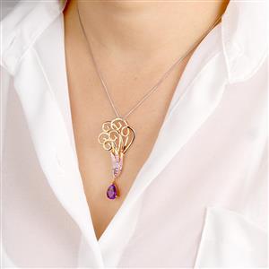 จี้ประดับพลอยอเมทีสต์ (Amethyst) แซฟไฟร์สีชุมพู(Pink Sapphire) ทับทิม(Ruby)  และเพชร DiamondLike บนตัวเรือนเงินแท้ชุบทองพิ้งโกล